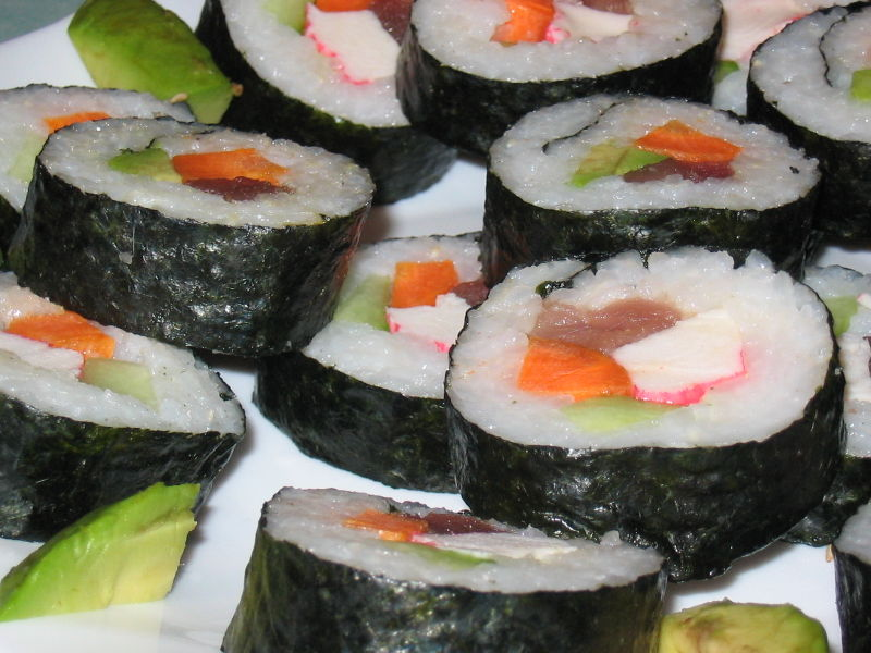 800px-Homemade_sushi.jpg